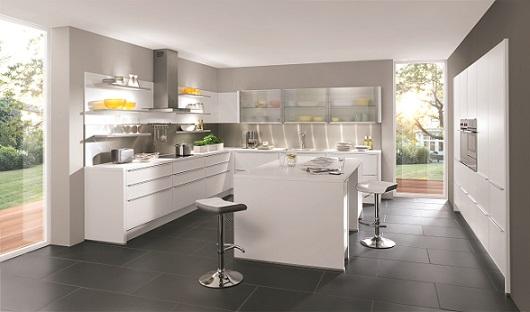 Witte keuken   voor een frisse en ruimtelijke uitstraling