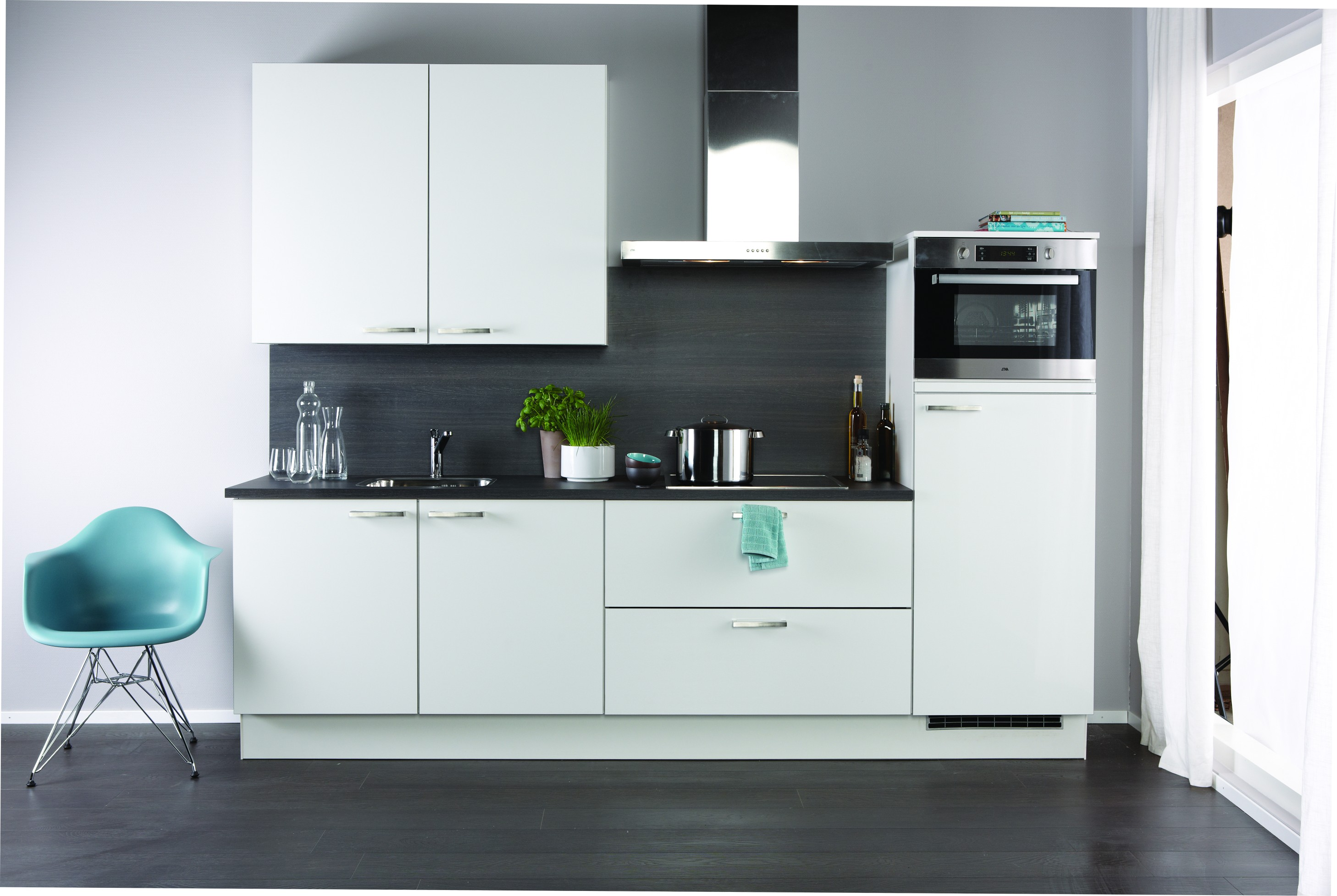 Witte keuken voor een frisse en ruimtelijke uitstraling for Badkamer ontwerp programma downloaden